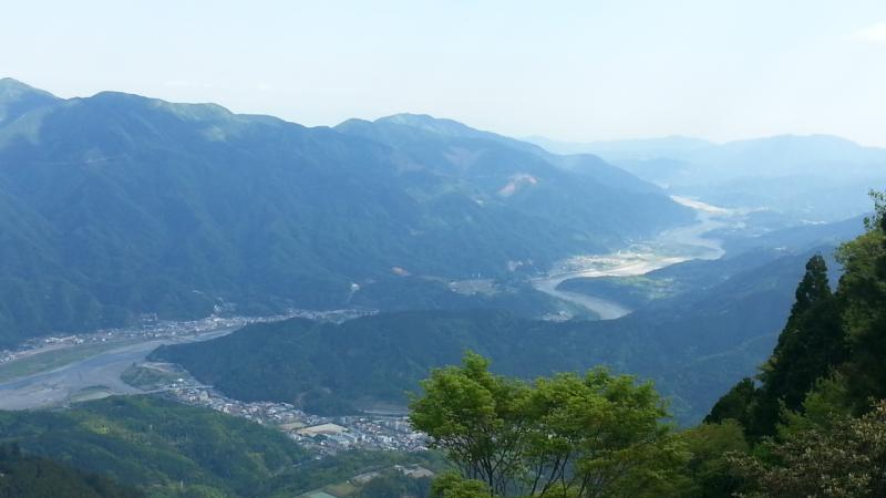 奥の院より身延富士川遠景